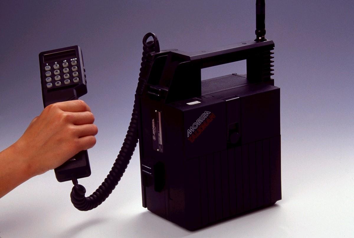 <Рис. 6 Переносной телефон