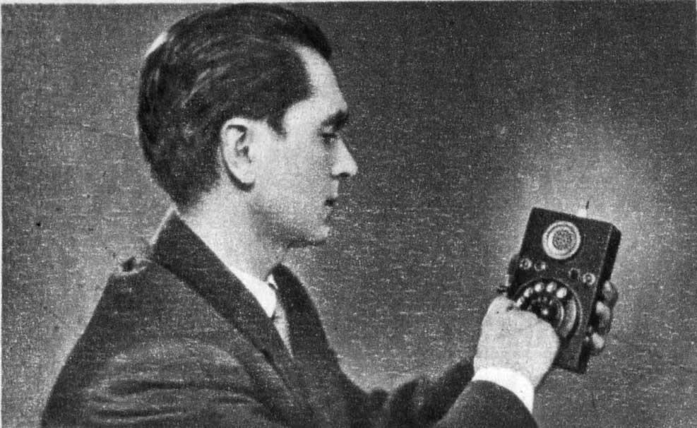 <Рис. 8 Куприянович и его телефон