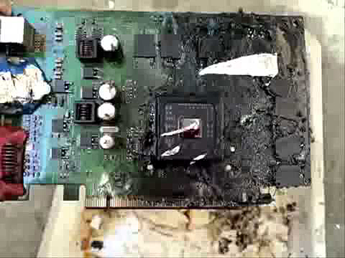 Проверяем видеокарту на наличие физических повреждений