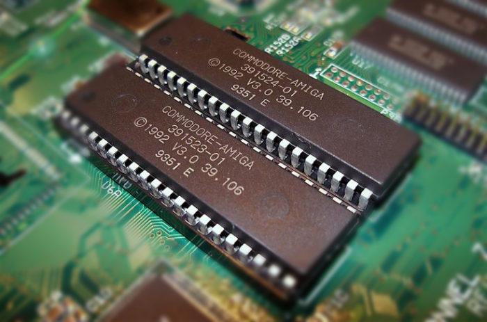 В ПЗУ содержатся важные экранные элементы, таблицы и данные из BIOS