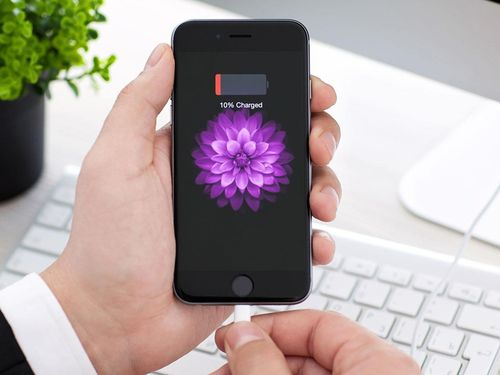 Айфон зарядку не держит