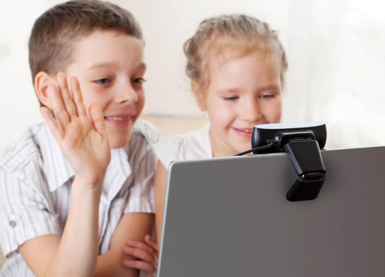 Дети перед ноутбуком