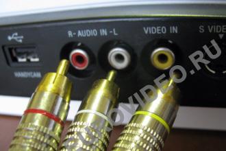 Кабель с выхода видеомагнитофона подключаем ко входу рекордера