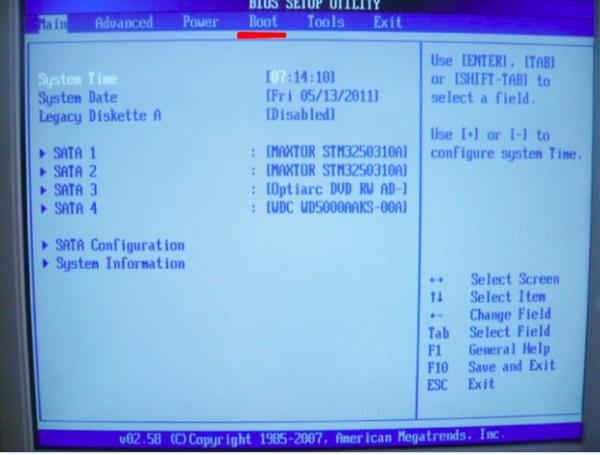 В BIOS находим вкладку «Boot»