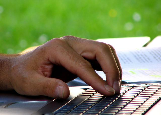 рука на клавиатуре