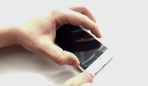 Снятие закаленного стекла с iPhone