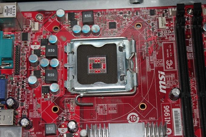 Место установки процессора на материнской плате